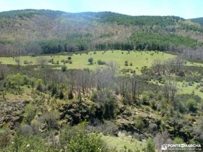 Cascadas del Aljibe - Arquitectura Negra;almudena pedraza velas viajes fin de semana parque nacional